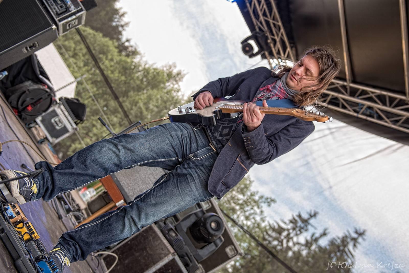 2015-06-20 - Hrebecsky Slunovrat 2015 - 20 (Gang Ala Basta) - Milan Broum jr.